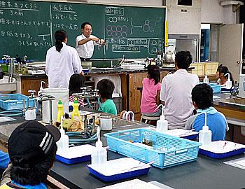 小学生が高校で科学体験