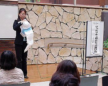 「みのお介護フェア」で紙おむつミニ講座