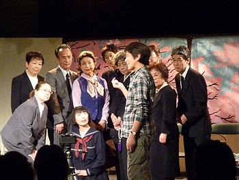 シニア劇団「すずしろ」N.Y.ブロードウェイ壮行公演「煙が目にしみる」上演!