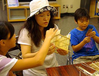 箕面の竹で虫かごを作る