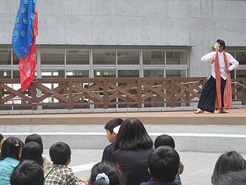 彩都の丘学園でインドネシアの踊りを鑑賞