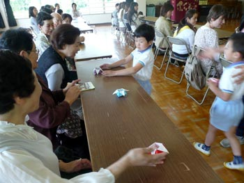 ひがし幼稚園、さくらんぼ活動でお茶会