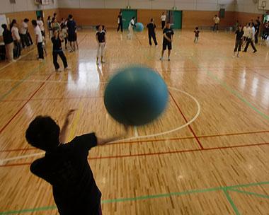 ニ中校区PTA球技大会「大人も白熱!ドッチボール大会」