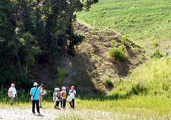 彩都の丘学園の子どもたちの「公園予定地探検会」