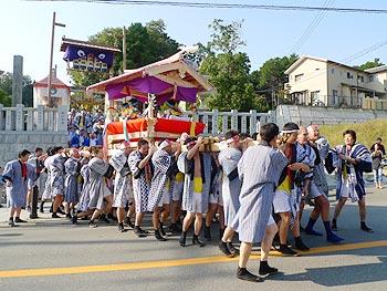 太鼓みこし、小野原を行く…春日神社の秋祭り