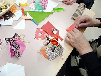 折り紙で作るHappy