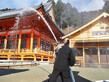 文化財防火デー、勝尾寺の防火訓練