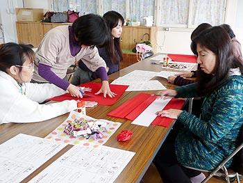 入学式に向けて、新1年生のためのコサージュ作り