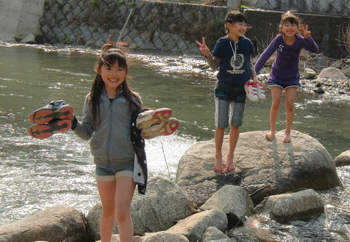 止々呂美の自然で川遊び!