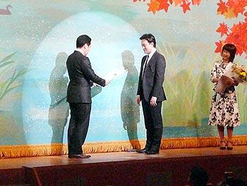 左手のピアニスト・智内威雄さん、箕面特命大使に