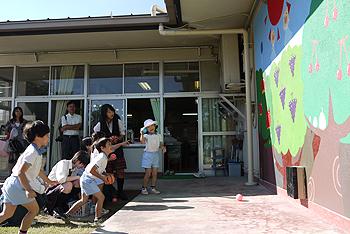 ひがし幼稚園にかわいい壁画が完成しました!