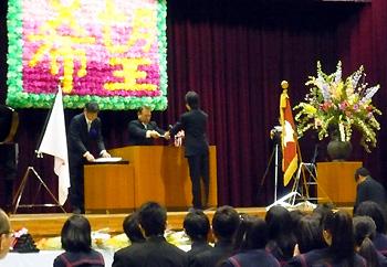卒業おめでとう!市立中学校で卒業式