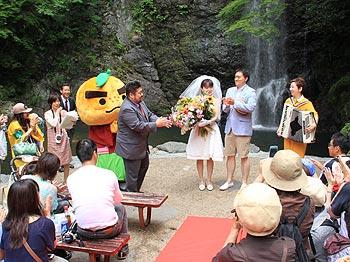 史上初!6月1日、箕面大滝前で結婚式