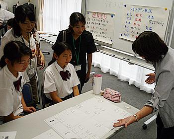 中学生が避難所の運営を模擬体験