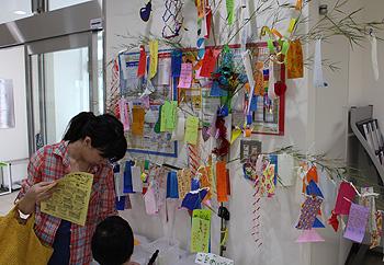 星に願いを…多文化交流センターに七夕飾り