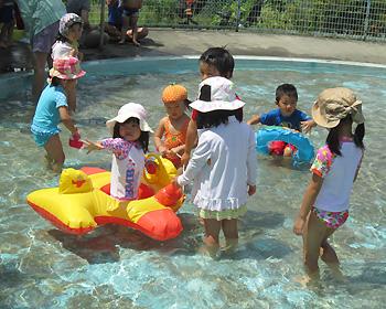 児童水遊場で遊ぼう!