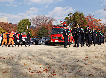 警察や消防の車両が大集合!