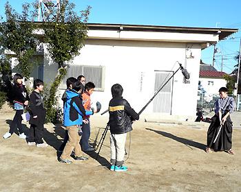 萱野小学校6年生が映画づくりに取り組んでいます