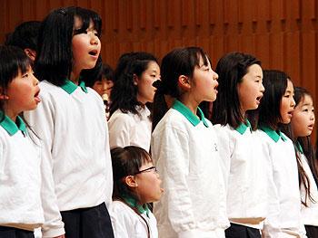 手を取り合う歌声と笛の音…第12回箕面市少年少女コンサート
