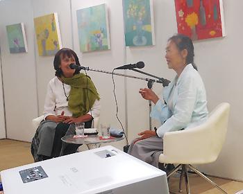 画家のマサコさんとガーデナーのベネシアさんのパネルトーク