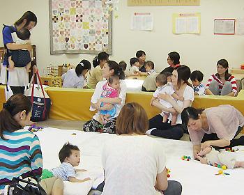 0歳の赤ちゃんとママがいっぱい!0歳児オープンスペース