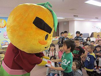 箕面保育園に滝ノ道ゆずる登場!