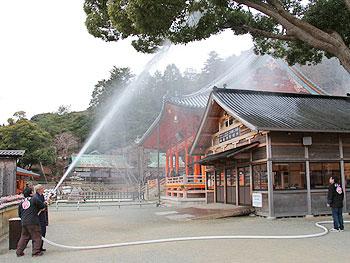 文化財防火デーに勝尾寺で消防訓練