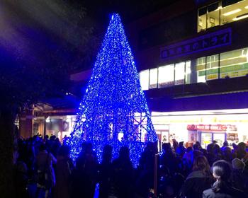 一夜限定!クリスマスツリーが箕面駅前に登場