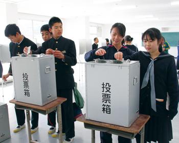 中学校で本番さながらに生徒会役員選挙&18歳選挙についての懇談会開催