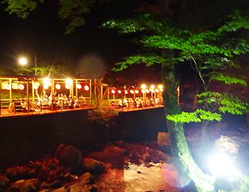 真夏の夜の箕面川床