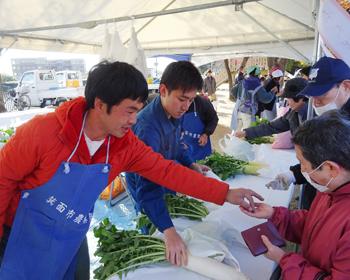 箕面産の採れたて野菜がいっぱい!第41回箕面市農業祭