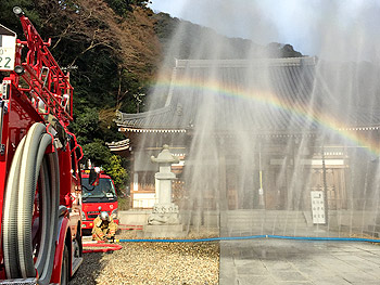 「文化財防火デー」瀧安寺で消防訓練