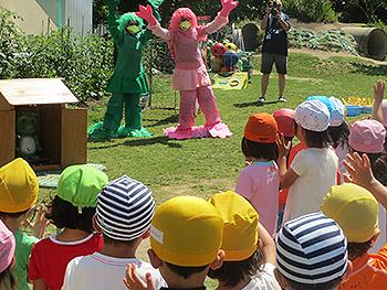 幼稚園のプール開きに謎のカッパが出現!