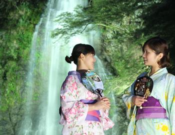8月31日まで、箕面大滝ライトアップ中!