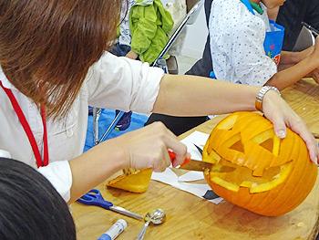 スノーピーク箕面自然館でかぼちゃランタン作り