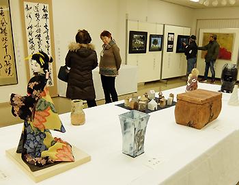 市民の選りすぐりの作品「第16回みのお選抜美術展」開催