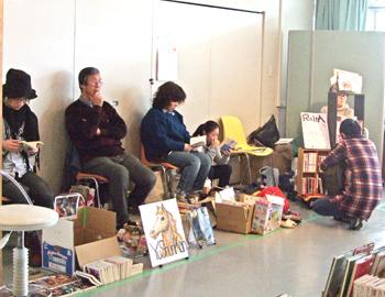 売りたい本を持ち寄って…「一箱古本市」が開催