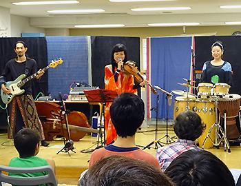 広島の音楽ユニット「祈り部」のピースコンサート