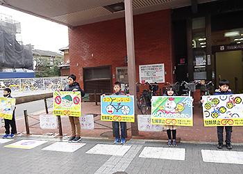 子どもたちの絵で放置自転車防止!