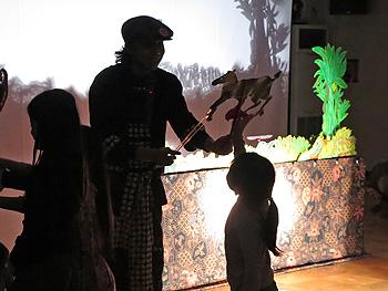 インドネシアの影絵芝居「まめ鹿カンチルのおはなし」
