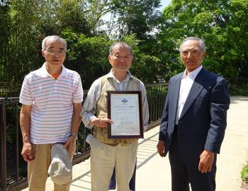石澄川花の散歩道で「アドプト・リバー・石澄川」の認定式が行われました