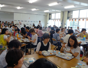 箕面産野菜がたっぷりの学校給食!市民試食会