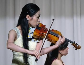父の日コンサート「戦火をくぐり抜けたバイオリン」