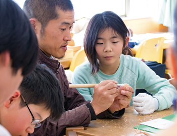 「まなびカフェ」で、仏師に彫刻を学ぼう!