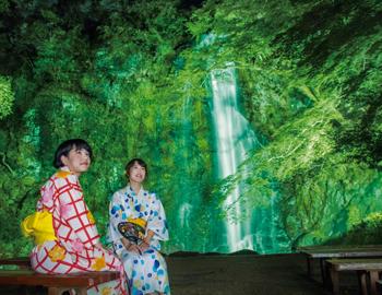 夏の風物詩が復活!箕面大滝ライトアップ