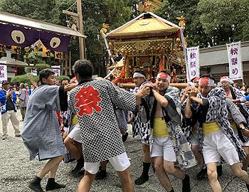 圧巻の宮入り!小野原春日神社の秋祭り