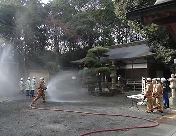 「文化財防火デー」春日神社で消防訓練