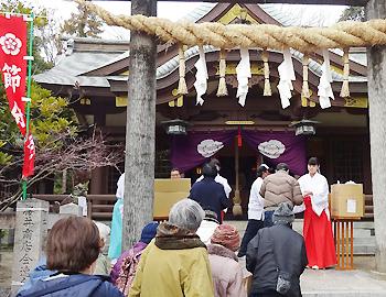 福豆の授与や火渡り神事。阿比太神社の節分祭