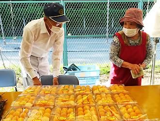 止々呂美特産の「びわ市」開催