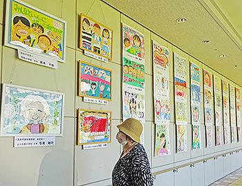 歯と口をテーマにしたポスター・標語(川柳)コンクールの入賞作品展示